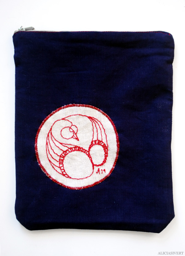aliciasivert, alicia sivert, alicia sivertsson, påse, påsar, saksamlarpåse, saksamlarpåsar, broderi, embroidery, needlework, handicraft, hantverk, handarbete, förvaring, sy, stygn, brodera, handgjord, hemmagjord, one of a kind, svan, swan