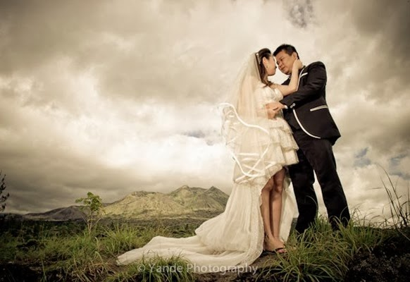 Pre Wedding Dengan Backgroud Bukit atau Gunung