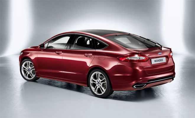 Ford Mondeo 2014 side rear view