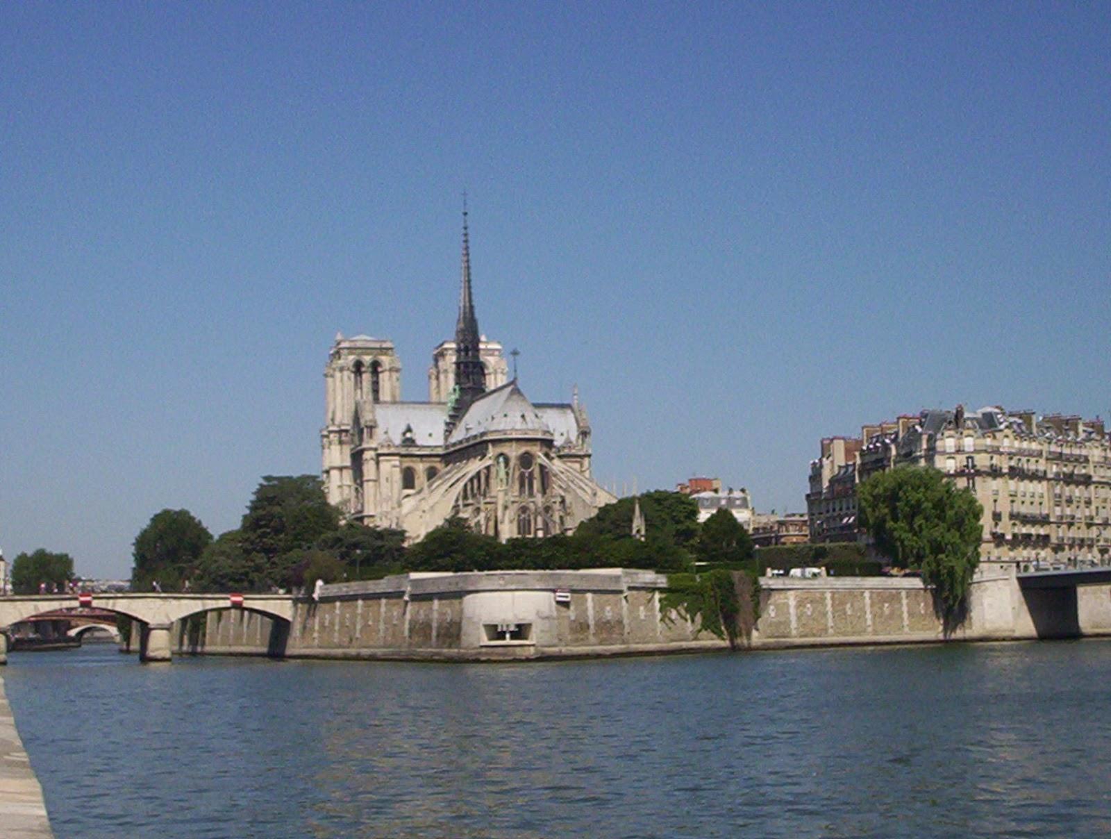 Notre-Dame-Paris-France-2006-Sealiberty