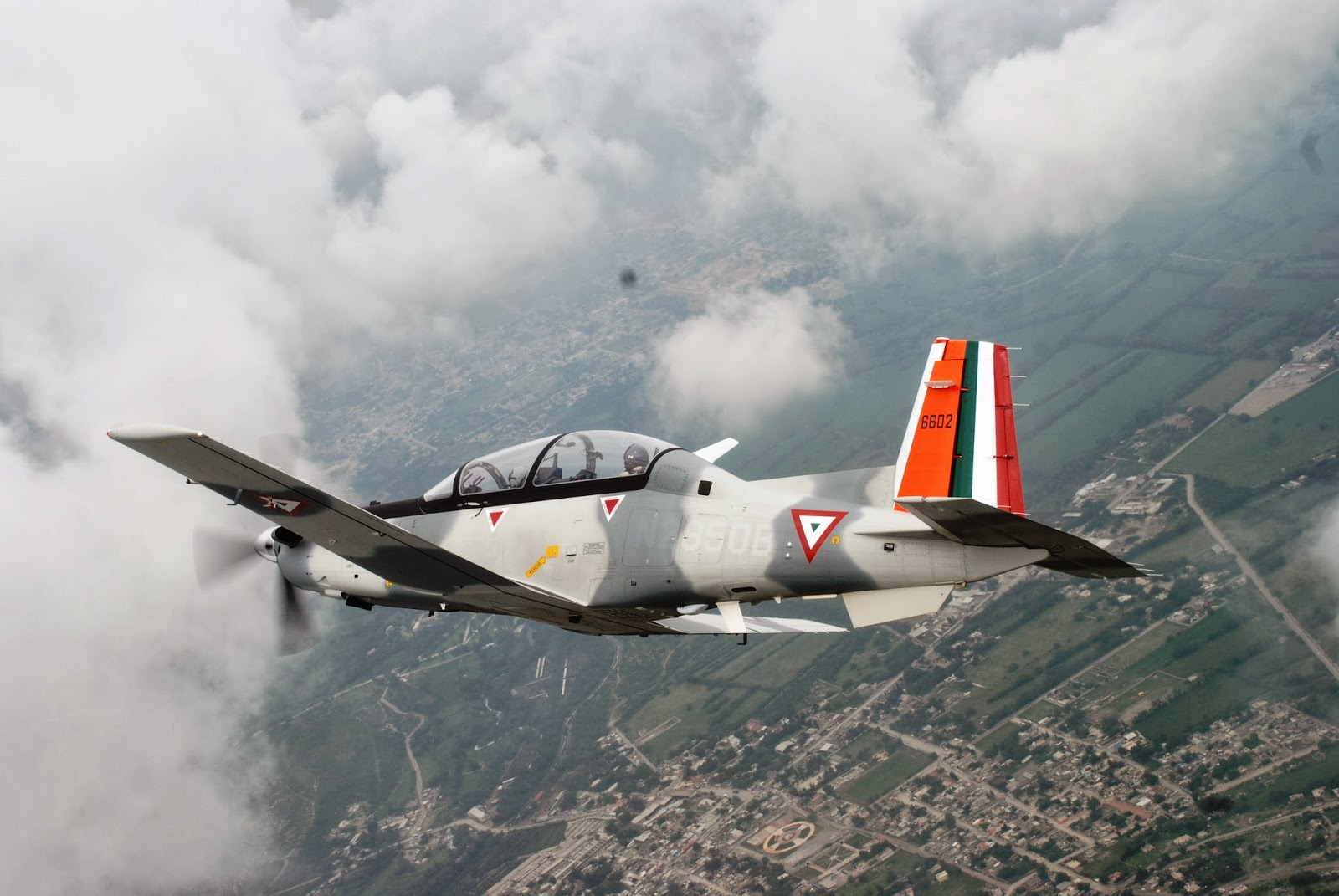 Beechcraft T6C  Texan  de la  FAM - Página 14 TC-6+Texan+II+4