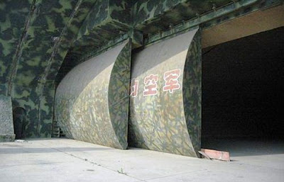 Pintu hangar bawah tanah China