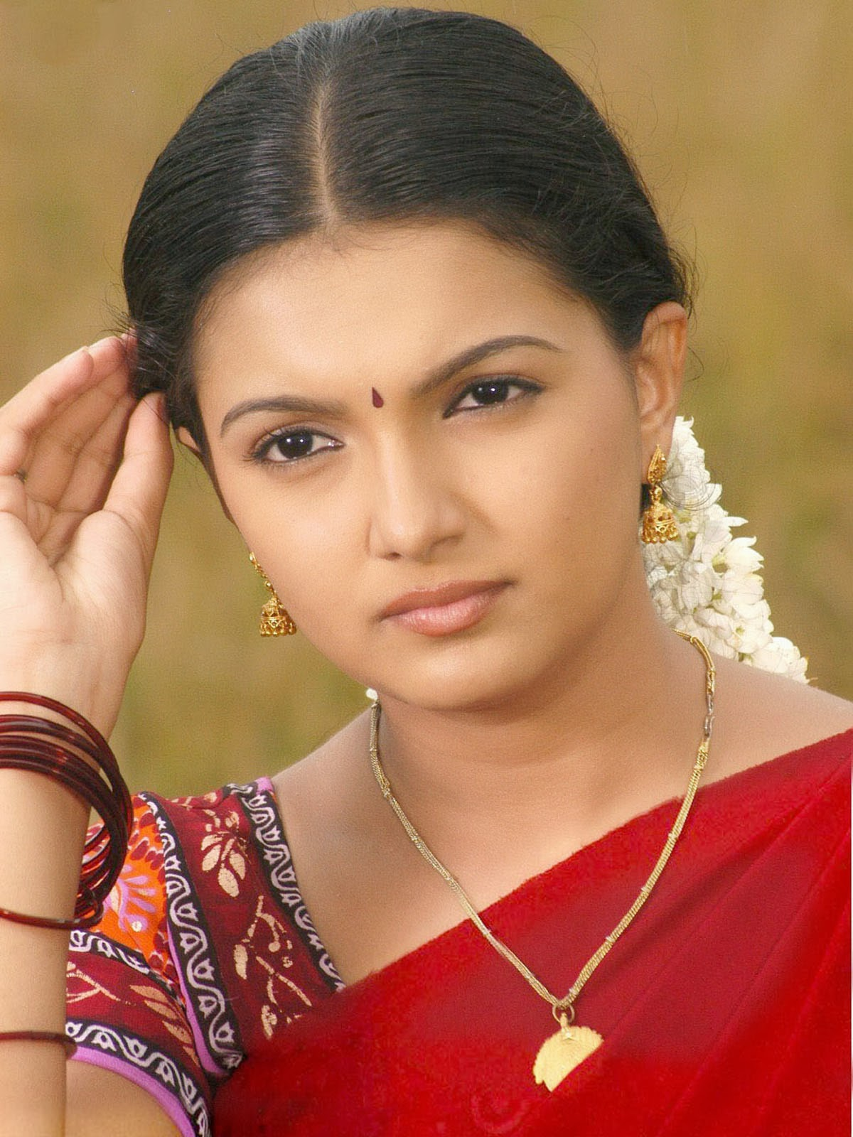 Watch Saranya Mohan video
