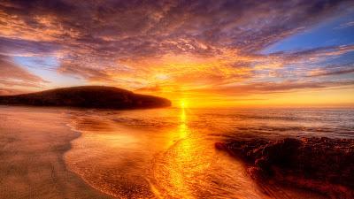 Atardecer de ensueño en la playa dorada (Sol y Mar)