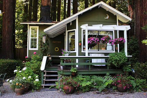 beach cottage; cottage honeymoon; beach cottage honeymoon; cottage vacation; honeymoon vacation; honeymoon ideas; wedding ideas; forest cottage