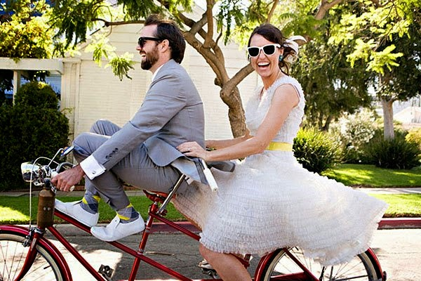 Bicicleta urbana con novios