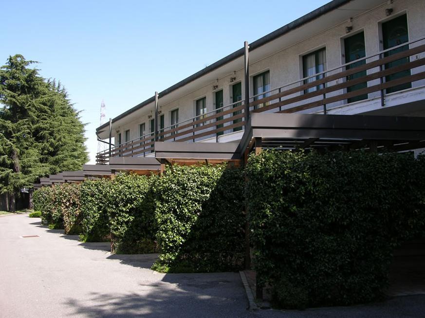 Il motel rona a caponago milano bergamo for Motel milano