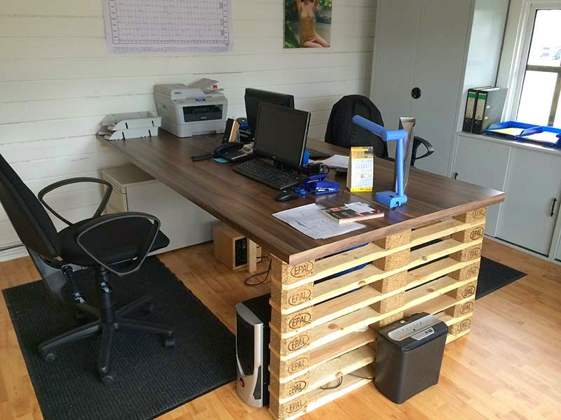 Escritorio de oficina con extremos de europalets - Office idee ...