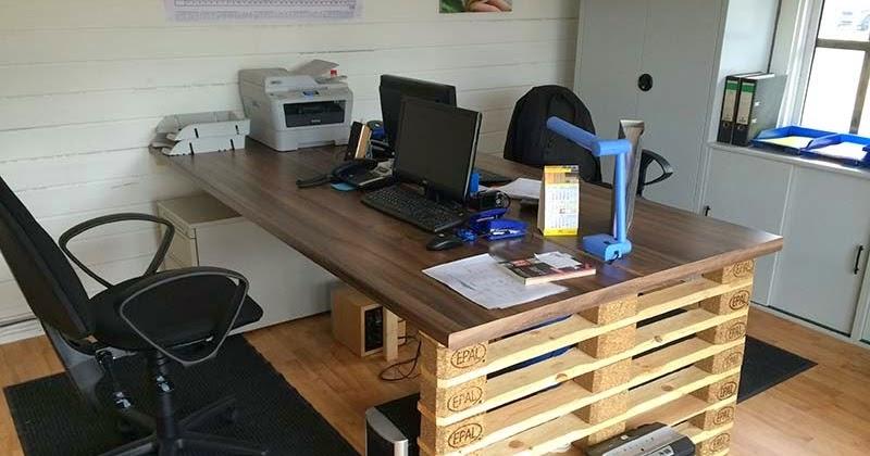 escritorio de oficina con extremos de