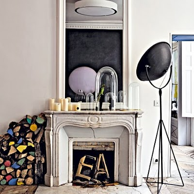 Mid-Century Design in Bonbonfarben - eine Designklassiker-Huldigung an Serge Mouille, Arne Jacobsen und Eileen Gray in Paris