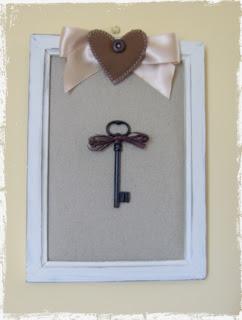 cornice con vecchia chiave
