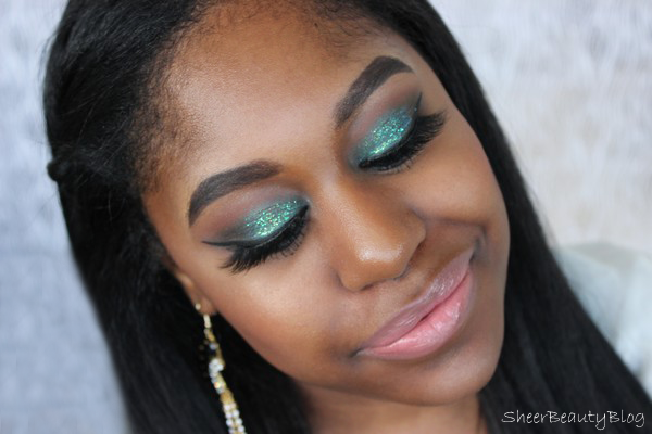 picturer of makeup using mac cosmetics and velour lashes in carli lash