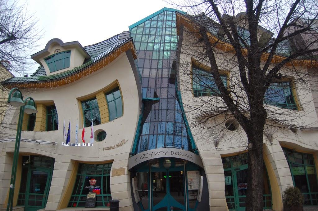 bangunan unik aneh dunia