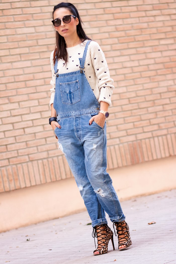 Spanish blogger withorwithoutshoes with a Casual chic outfit with denim dungaree and blue sphere watch by Guess Watches