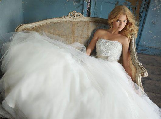do modelo do seu vestido de noiva caso voc opte por um modelo mais formal seus sapatos devero ser forrados prefira salto alto e do estilo channel
