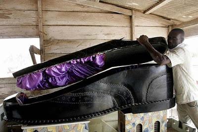 10 Upacara Pemakaman Paling Tidak Lazim Di Dunia