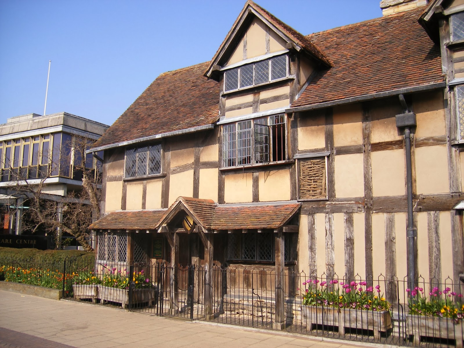 Surveying property tudor houses timber frame construction for Tudor house