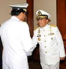 KSAL Laksamana TNI Soeparno (kanan)