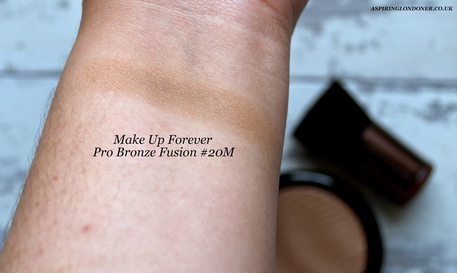 Make Up For Ever Pro Bronze Fusion #20M Sand Swatch - Aspiring Londoner