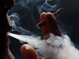 Not all smokers die early. But why? , smoking doesn't cause cancer for some people medical reason, Interesting medical science, smokers live longer