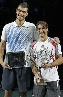 TENIS-Ferrer consigue su primer Masters 1000