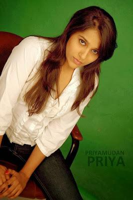 Rashmi Gautam alambics nues,