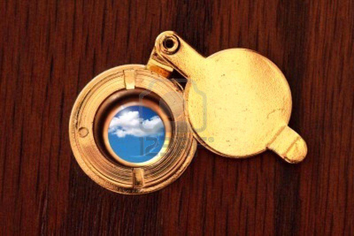 Mirar no es ver miremos miro por la mirilla de la - Mirillas digitales para puertas ...