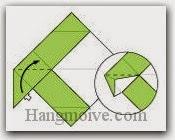 Bước 5: Từ vị trí mũi tên, mở lớp giấy trên cùng ra, kéo và gấp lớp giấy lên trên.