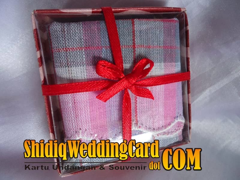 http://www.shidiqweddingcard.com/2014/02/souvenir-saputangan-kain.html