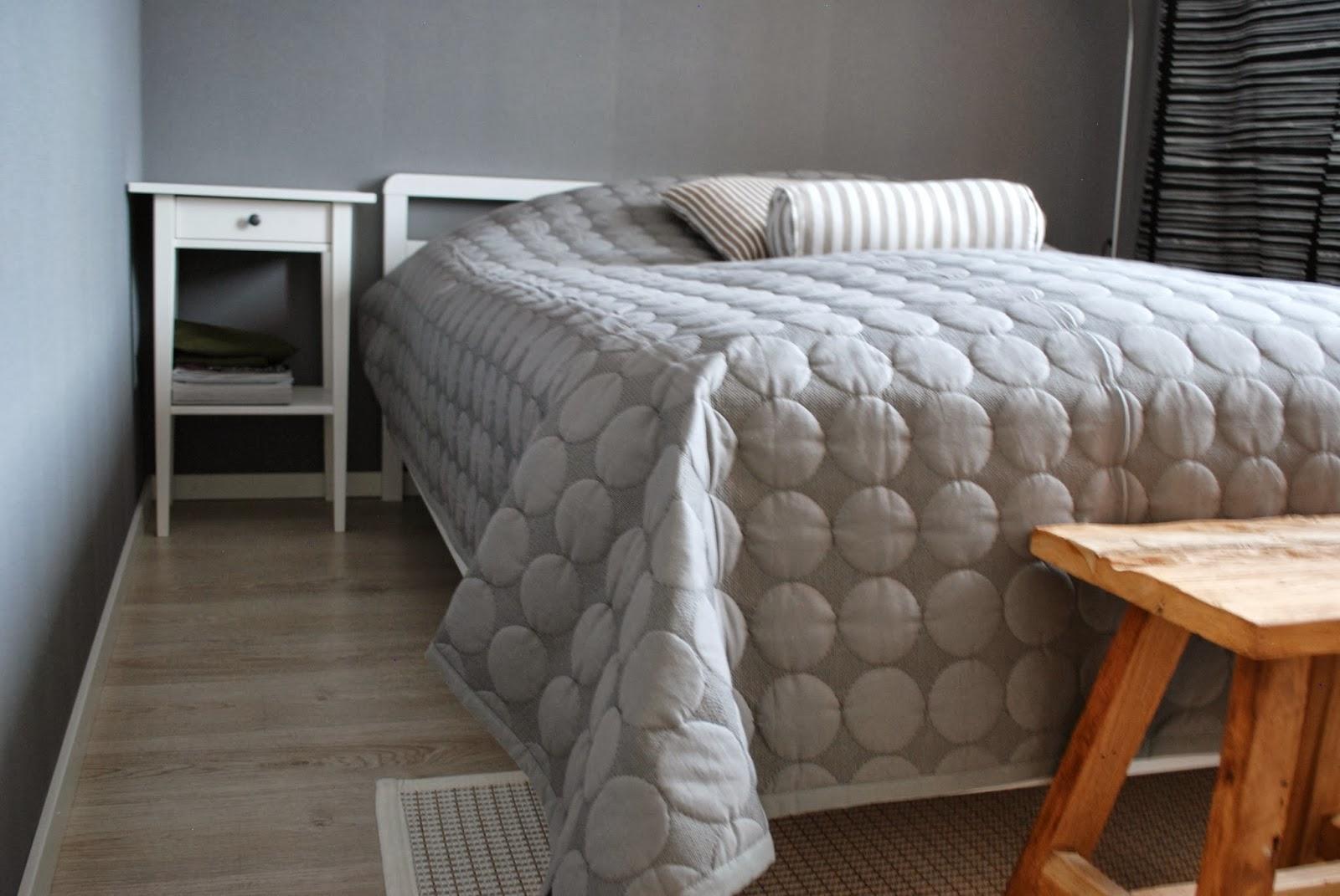zubi 39 s corner mega dot. Black Bedroom Furniture Sets. Home Design Ideas