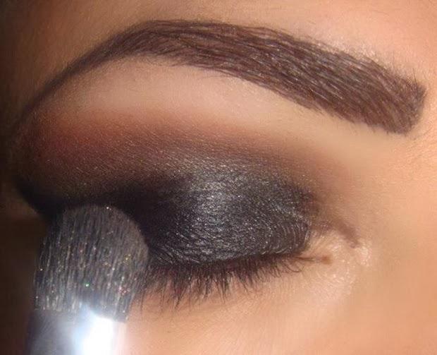 maquiagem preta com glitter preto