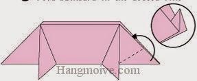 Bước 8: Gấp chéo cạnh giấy vào giữa hai lớp giấy.