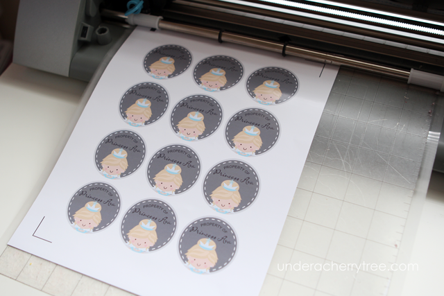 http://underacherrytree.blogspot.com/2014/03/silhouette-tutorial-print-it-cut-it.html