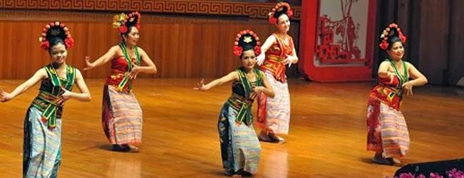 http://www.kisahkamu.info/2013/12/sejarah-asal-usul-tari-yapong-merupakan.html