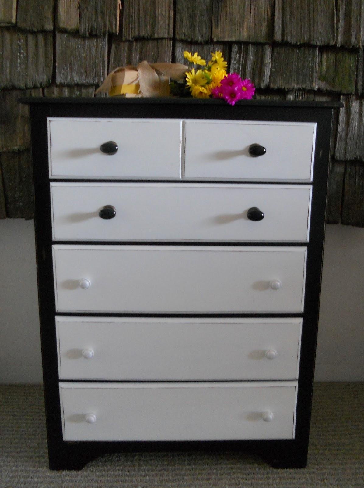 createinspire black and white dresser. Black Bedroom Furniture Sets. Home Design Ideas