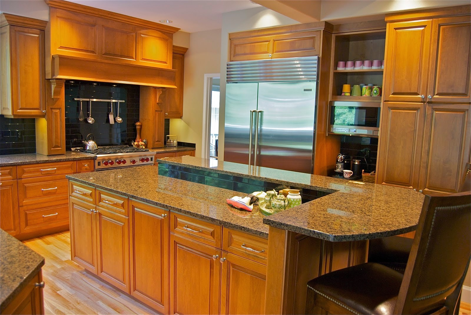 Great Kitchen Design  With Oak Cabinets