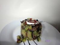 Tartar de calabacin y carne picada