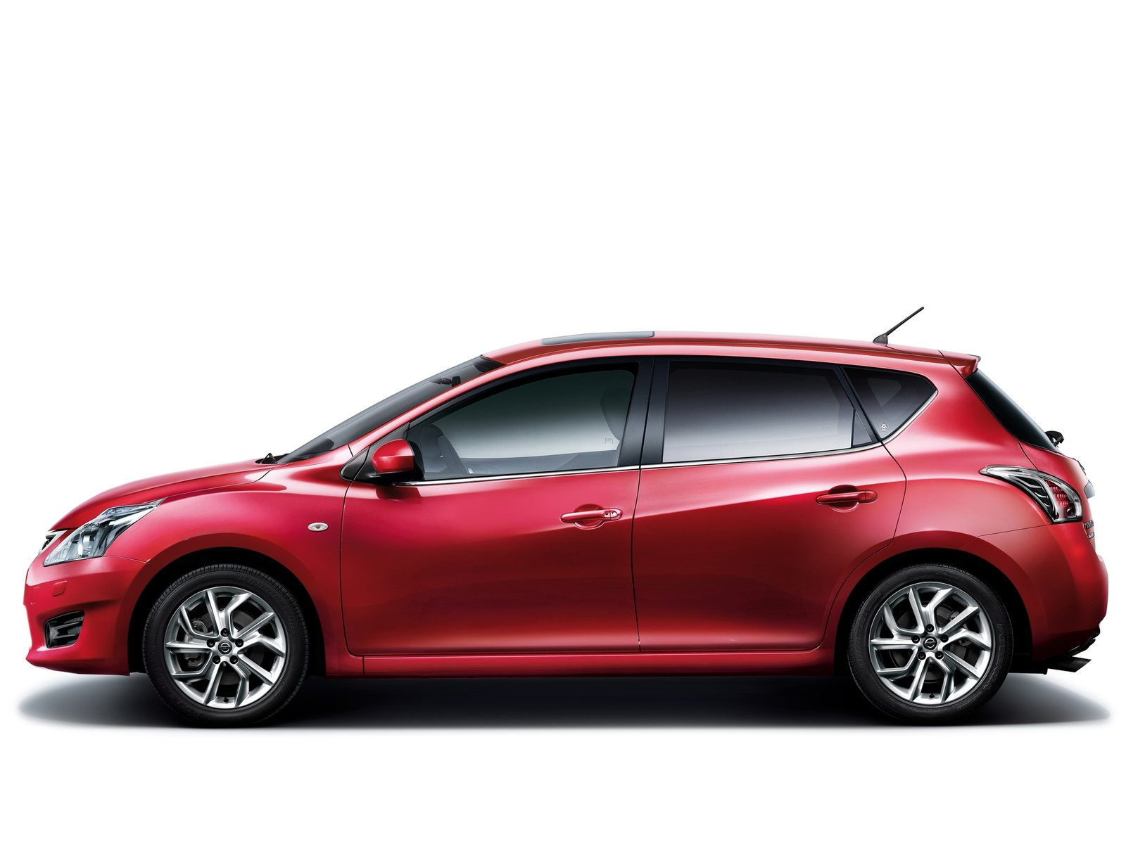 2012 NISSAN Tiida Japanese car wallpapers review