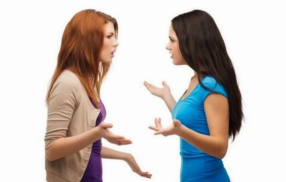 فنون وأسرار التعامل مع الاشخاص ذوي الشخصيات الصعبة  - فتاتان امرأتان بنتان تتشاجران تتجادلان تتحدثان argue-  two woman girls fighting