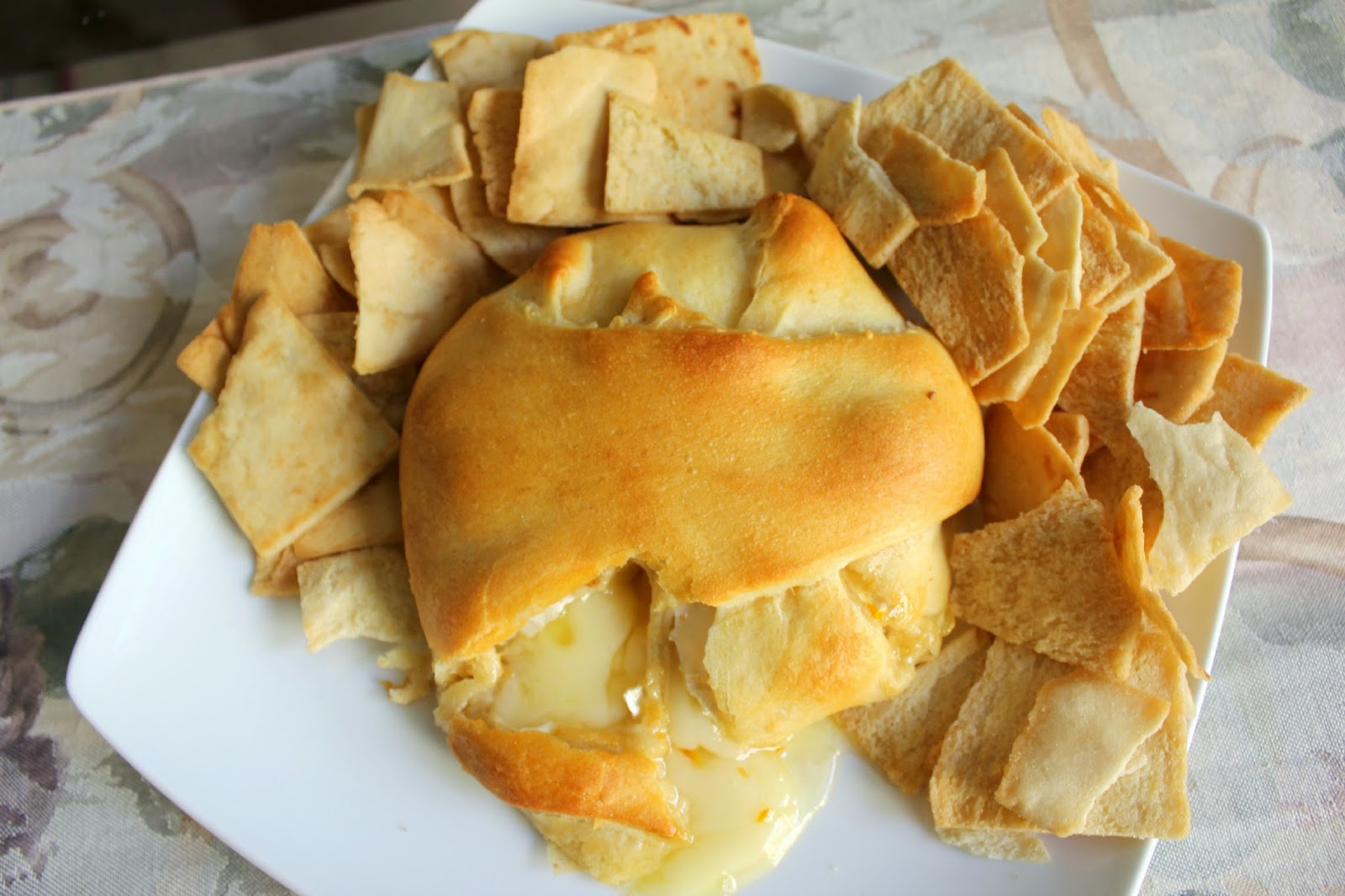 Easy appetizer: baked brie
