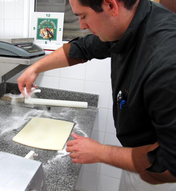 Restaurant Laurent : la préparation des palmiers par Rémi Sendin