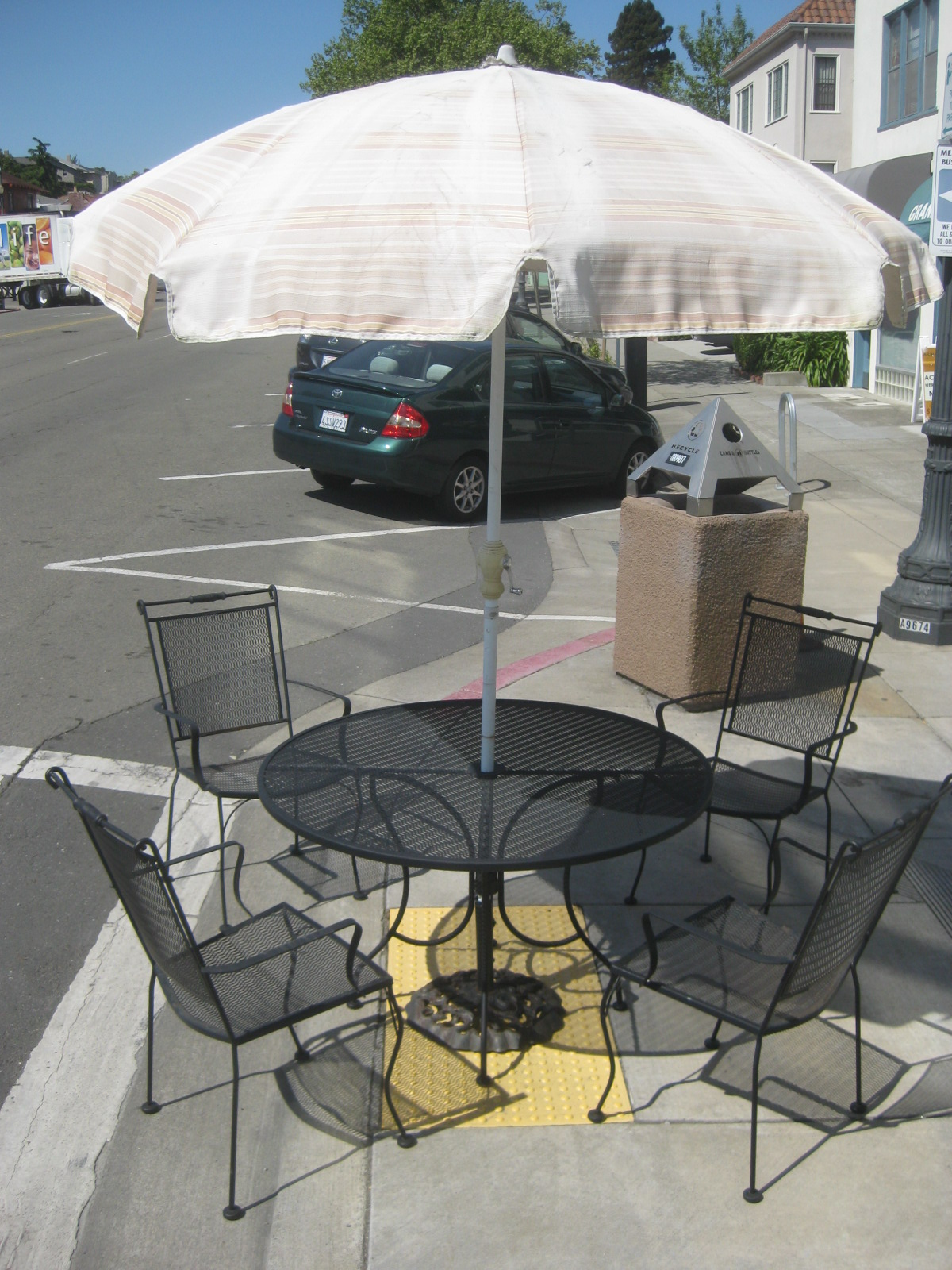 Uhuru furniture collectibles sold patio table 4 for Patio table and umbrella sets