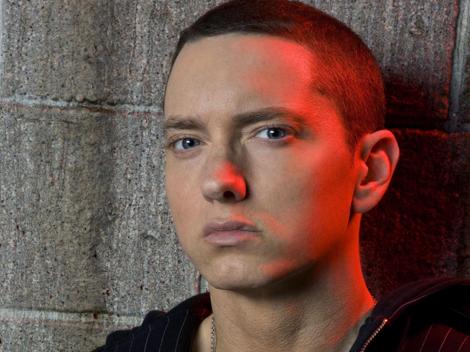 http://2.bp.blogspot.com/-QoLPOYi7juI/UH6cpTrYF7I/AAAAAAAAHLk/XCDGb-MqR8s/s1600/Eminem-Latest-Wallpapers2012.jpg