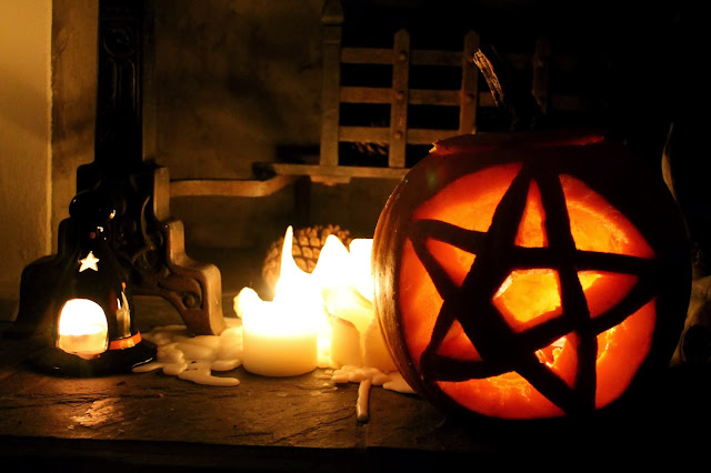 pentagram pumpkin design