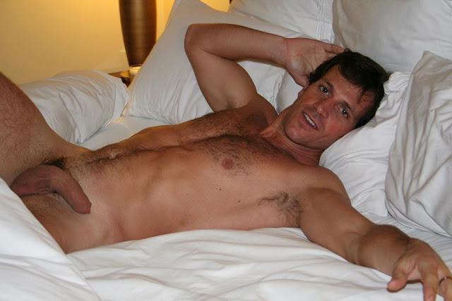 Gay4Straight: 7 x HOT STR8 men caught naked & Self pics