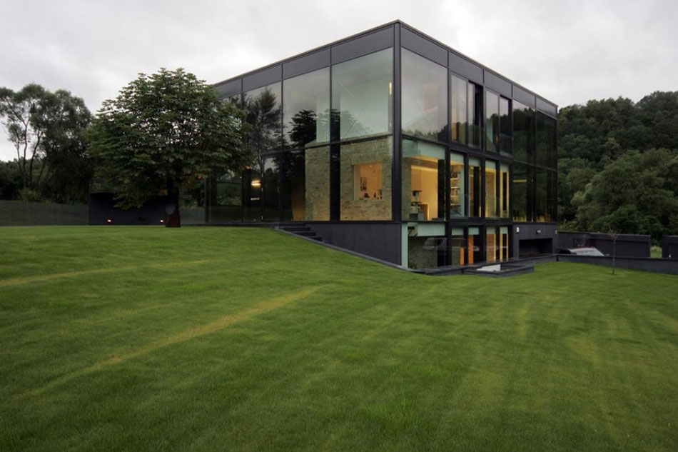 New Luxurious Green Homes Design With Modern Large Glass