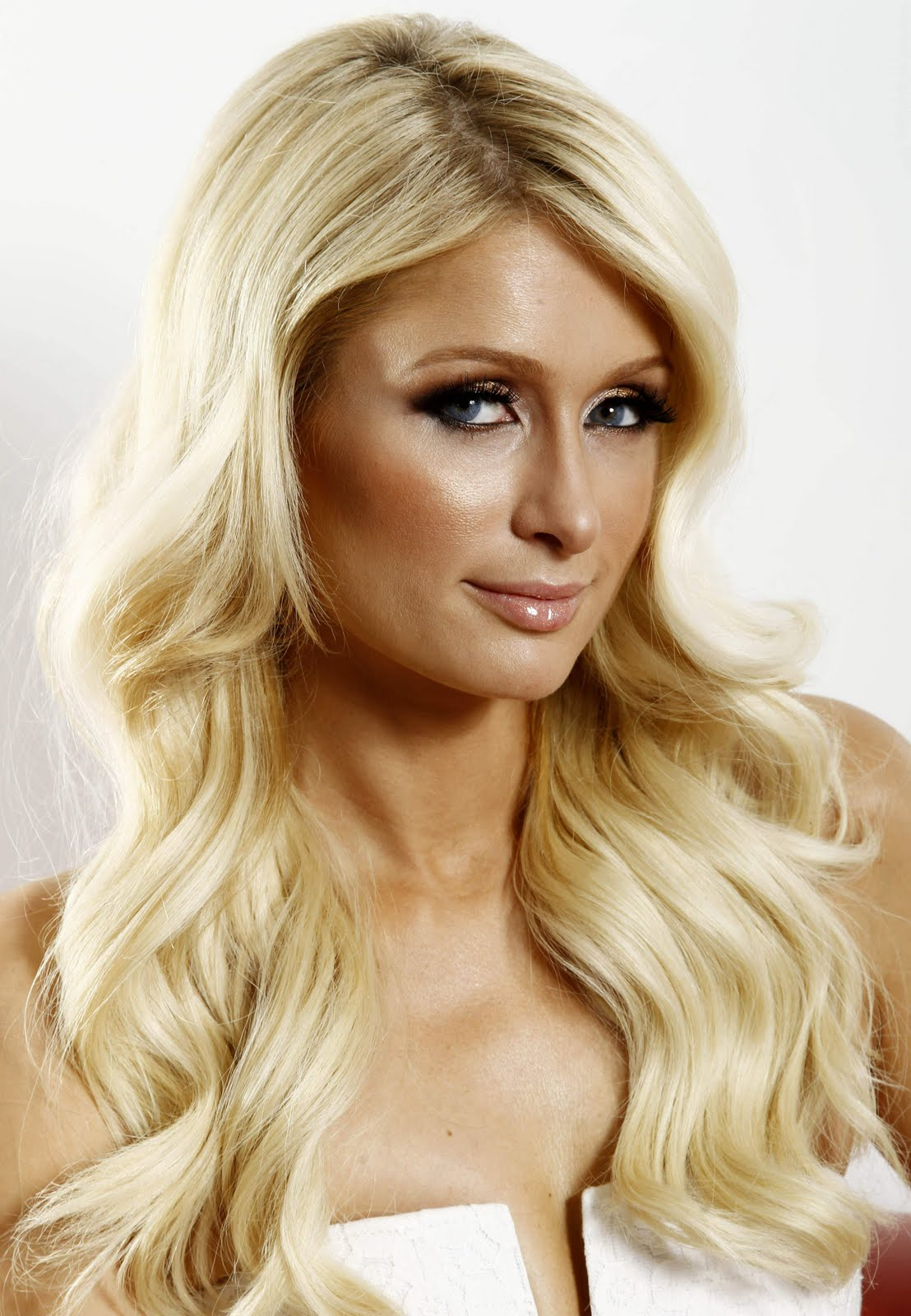 Fresh Look Paris Hilton Hairstyles 37