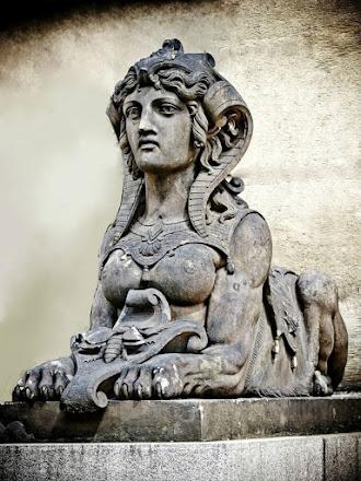 ESFINGE - PRAGA.  Uno de mis seres mitologicos preferidos