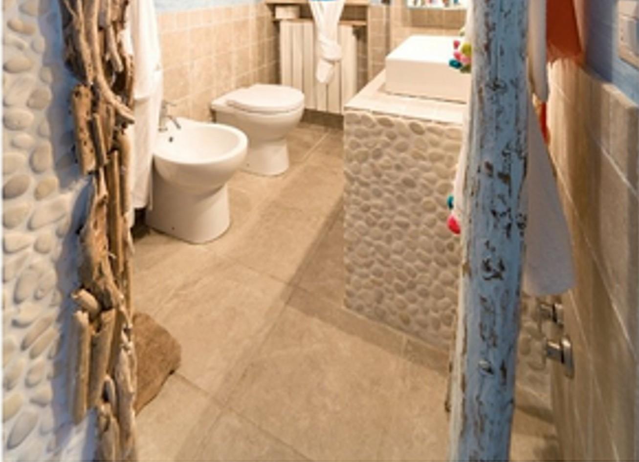 Riparazione dell appartamento casa piastrelle ciottoli bagno