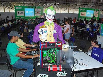 Muitos computadores personalizados no Campus Party Brasil 2012